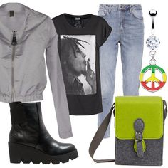 Bomber grigio con collo montante. T-shirt nera con stampa, jeans baggy grigio denim, stivaletto nero con zeppa. Bracciale alto, nero, con applicazioni di brillantini. Piccola tracollina in tessuto grigia e verde acido, ciondolo piercing.