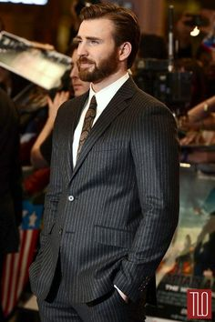 """Yummy chris evans in etro at the """"captain america: the winter soldier"""" london premiere Robert Evans, Chris Evans Bart, Chris Evans Funny, Capitan America Chris Evans, Chris Evans Captain America, Steve Rogers, Cris Evans, Jamel, Beard Styles For Men"""