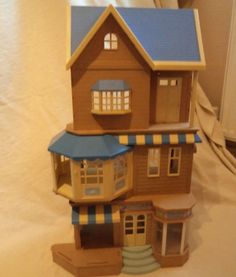 Sylvanian Familes Plastic Toy - House of Bramble`s Department Store