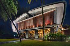 Arquitetura e futurismo à beira-mar