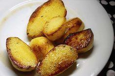 Le patate croccanti al profumo di timo sono una variante delle classiche patate al forno. Ecco come prepararle