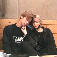 Find images and videos about love and couple on We Heart It - the app to get lost in what you love. Couple Ulzzang, Ulzzang Girl, Korean Couple, Best Couple, Cute Korean, Korean Girl, Couple Goals Cuddling, Girl Couple, Korean Ulzzang