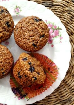 Blueberry bran muffins are light-textured and moist. They're made with a generous amount of bakers bran (natural wheat bran) which is the key to their lofty texture. Blueberries and molasses keep them extra moist. Blueberry Bran Muffins, Cranberry Muffins, Blue Berry Muffins, Muffin Recipes, Cake Recipes, Breakfast Recipes, Muffins Sains, All Bran, Chips
