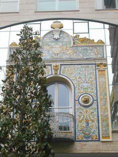 Balcón en cerámica de Talavera de edificio singular