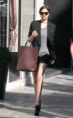 Miranda Kerr Black/Brown is a smashing combo when the color shade and contrast between them is mastered.