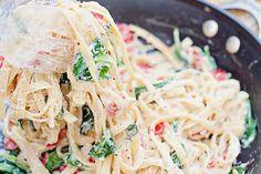 Citroen ricotta pasta met spinazie en rode peper