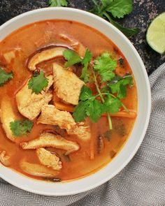 Here we have a Thai Coconut Chicken soup (Tom Ka Gai) with napa cabbage, shiitake mushrooms and carrots. Sushi Recipes, Asian Recipes, Soup Recipes, Dinner Recipes, Thai Recipes, Healthy Recipes, Cheap Clean Eating, Clean Eating Snacks, Tom Ka Soup