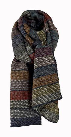 Ravelry: Amsterdam pattern by Susie Haumann Schals Amsterdam pattern by Susie Haumann Knit Cowl, Knitted Shawls, Crochet Scarves, Knit Crochet, Crochet Bikini, Knitting Scarves, Knitting Stitches, Hand Knitting, Diy Vetement