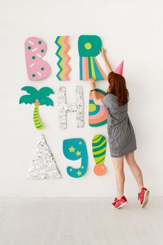 Oh Happy Day have the best party ideas! How fun are these giant cardboard letters? Like the idea of sticking fringed paper foil to card for added birthday sparkle. Party Fiesta, Festa Party, Glitter Party, It's Your Birthday, Birthday Parties, Happy Birthday, Cardboard Letters, Cardboard Tubes, Diy Birthday Decorations