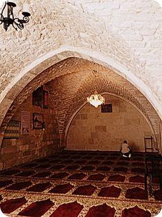 "AS-SAKHRA mosque (""The Dome Of The Rock""). AL-OMAR mosque. Sebagian orang mengatakan ini adalah Masjid Khalifah Umar Bin Khattab ra yang dibangun setelah penaklukan Baitul Maqdis yang pertama kali."