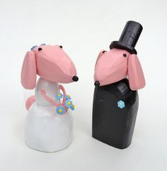 14 Fun Wedding Cake Toppers with Dogs    #caketopper #caketoppers #dog #toppers  