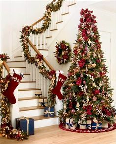 A standout Christmas tree that will be the talk of the holiday and cheer up this festive. Here, we collect the top some gorgeous Christmas tree decorating ideas, will give you unique, fun, and festive ways to decorate your Christmas tree. Types Of Christmas Trees, Elegant Christmas Trees, Indoor Christmas Decorations, Outdoor Christmas, Christmas Home, Christmas Lights, Christmas Wreaths, Christmas Holidays, White Christmas