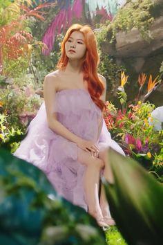 Nayeon, Kpop Girl Groups, Korean Girl Groups, Kpop Girls, Tzuyu And Sana, Sana Cute, Warner Music, Sana Momo, Sana Minatozaki