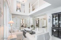 Living room with rustic details / Olohuone maalaisromanttisilla yksityiskohdilla sisustettuna