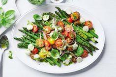 All-new Christmas salads Summer Salad Recipes, Summer Salads, Easy Salads, Pesto Dressing, Caprese Salad Recipe, Creamy Potato Salad, Christmas Cooking, Christmas Recipes, Christmas Foods