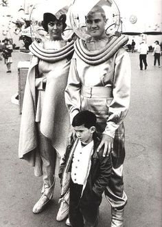 space-age-planet:    Frank Horvat, American man and woman in spacesuits, 1963