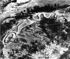 Great Serpent Mound - Ohio. Built by the Mountbuilders around 950-1200 AD. Astrogeographic position: located in the combination of the service orientated air sign Libra the sign of the angels and of beauty and an indicator for decoration together with the highly magnetic fire sign Leo the sign of the Sun and in case of temples of a Sun temple. Valid for field level 3.
