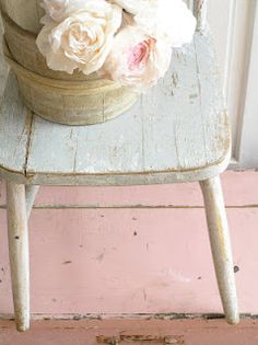 pastelsandwhites.blogspot.it - my favorite pale pink & white combo colors - love this wood floor!
