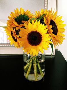 Vase of sunflowers home decor flowers pretty bright desk style bouquet vase office design -- for the school room -- hobby lobby? So sad my sunflowers won't last all year. My Flower, Beautiful Flowers, Beautiful Life, Sunflower Wallpaper, Plants Are Friends, Mellow Yellow, Vases Decor, Planting Flowers, Just In Case