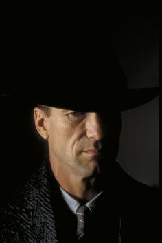"""William Hurt in """"Dark City"""" Actors Male, Actors & Actresses, William Hurt, Celebrity Photography, Headshot Photography, Fiction Movies, Science Fiction, Dark City, Celebrity Faces"""