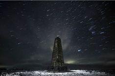 Astrophoto: Comet Shower at Captain Cook's Monument