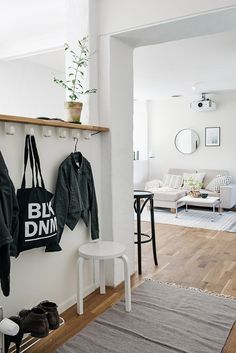 Simple entryway befo