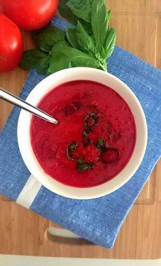 Un délicieux gaspacho de framboises et tomates idéal en entrée ou en dessert. Sans gluten, sans lactose, vegan et paléo. Frais, léger et sain.