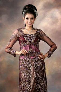 model kebaya modern Kebaya Simple, Model Kebaya Modern, Kebaya Dress, Kebaya Brokat, Batik Fashion, Traditional Wedding Dresses, Muslim Women, Wedding Gallery, Wedding Ceremony