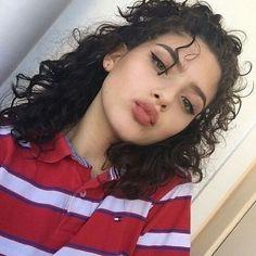 Idée Maquillage 2018 / 2019 : - ̗̀ - ̗̀ a u t u m n ̖́- ̖́- Flashmode Belgium Spiderbite Piercings, Curly Hair Styles, Natural Hair Styles, Natural Curls, Grunge Hair, Curly Girl, Pretty Face, Hair Inspo, Makeup Inspiration