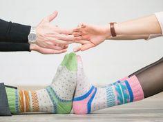DIY-Anleitung: Zwei identische Socken aus einem Knäuel Regia Pairfect stricken via DaWanda.com