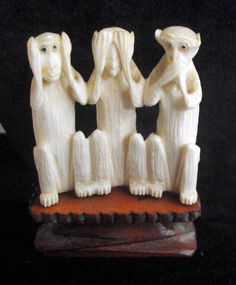 B11303 £22 inc UK Post. Offers welcome. A vintage carved bone, or faux ivory (we haven't made our minds up but we're erring on the side of bone) Three Wise Monkeys (in the form of Hear no Evil, See No Evil, Speak No Evil). The Monkeys come with a wooden stand but unfortunately are easily detached, hence the relatively low price asked. Other than this, they are structurally sound. For further info/photos, please contact us.