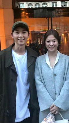 Song Song couple look very much alike.such a lovely couple Heirs Korean Drama, Korean Drama Series, Drama Korea, Korean Celebrities, Korean Actors, Celebs, Descendants, Song Joong Ki Birthday, Song Joon Ki