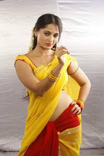 Bollywood Schauspielerin in sexy Saree