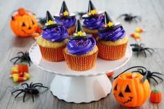Пришедший к нам из–за океана Хэллоуин обрел немало желающих его отмечать. Они охотно облачаются в костюмы нечисти и увлеченно вырезают на тыквах забавные рожицы. Чего только не готовят в Хеллоуин: и яблоки в карамели, и пунш, и торты, а также кексы, всевозможные напитки и много других страшно вкусных десертов и сладких угощений! #едимдома #кулинарнаяшкола #готовимдома #хэллоуин #рецепты #десерты #кухня #домашняяеда