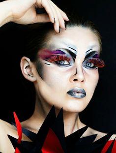 maquillaje-para-halloween-muy-delantero-colores-cálidos-y-fríos-pestañas-muy-largas-en-color-naranja-elementos-geométricos Maquillaje Halloween, Color Naranja, Color Plata, Makeup Art, Manicure, Make Up, Creative, Artist, Diy