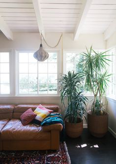 A little boho      ANOTHER VISIT TO THIS SANTA MONICA HOME — OLD BRAND NEW