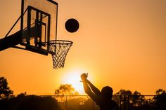 Sacramento Kings Basketball Team Partners With Consensys For Ethereum-Based Auction Platform Fans of the Sacramento Kings can now particpate in a live auction for sports gear used by the players. The platform is powered by the Ethereum blockchain. Basketball Motivation, Sport Motivation, Sports Games, Kids Sports, Motivational Success Stories, Projectile Motion, Hip Hop, Keep It Real, Basketball Teams