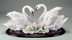 """Florence Sculpture """"Two Swans and Flowers"""" 1847/S H cm 24 = 9½"""""""