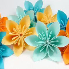 origami facile fleur des fleurs en papier differents coloris