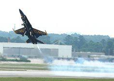 F/A-18 de la patrulla acrobática Blue Angels de la Marina Estadounidense.