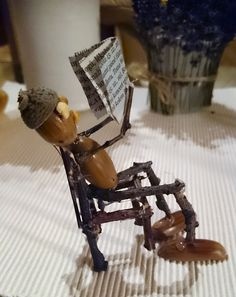 Just love reading :-) Acorn Craft Idea. Twig Crafts, Acorn Crafts, Leaf Crafts, Nature Crafts, Wood Crafts, Diy And Crafts, Crafts For Kids, Arts And Crafts, Deco Nature