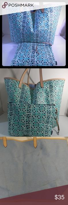 Stella & Dot Voyage Chambray / Mint Tote Super cute pattern on this Stella & Dot tote that's perfect for beach or every day. Patterned side on the tote is in excellent condition but light blue side had stains/ dirt from being stored. Makeup pouch also has a stain where my finger is pointing.   032718 Stella & Dot Bags Totes