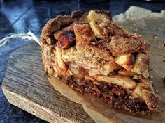 #homemade #taart #smullen voor de #kantoorknullen  #bakken #appeltaart #appel #rozijn #kaneel #geheimingredient #baking #bakingqueen #keukenprinses #perfect #pie #applepie #homemade #apple #raisins #cinnamon #dough #notsohealthy #teamM #baktzebruin #bakkerijbruun