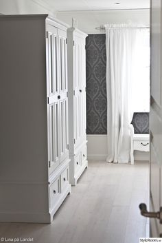 Instead of closet in bedroom - vita klädskåp,sovrum Furniture, White Living, Dream Bedroom, Tall Cabinet Storage, Home Decor, Room Divider, Country Life, Storage, Bedroom