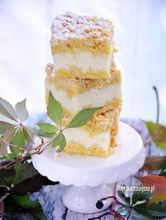 Przepis na sernik bez sera, czyli ze śmietany i jogurtu greckiego. Lekki, puszysty, delikatny w smaku.