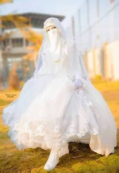 Find images and videos about bride and نَقًابُ on We Heart It - the app to get lost in what you love. Wedding Abaya, Muslimah Wedding Dress, Muslim Wedding Dresses, Indian Gowns Dresses, Muslim Brides, Muslim Dress, Elegant Wedding Dress, Sun Dresses, Hijab Gown