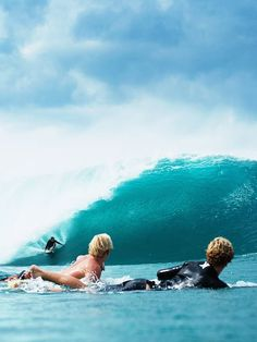 The feeling when the wave is curling. #bluetomato #wave #surfstyle #surf #barrel