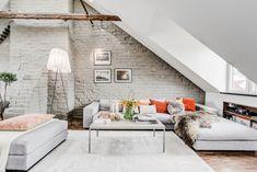 Двухуровневая мансарда 81 м2 с камином и современной кухней - Дизайн интерьеров…