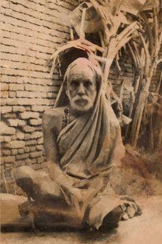 Another rare photo from Sri Bharath Indian Saints, Saints Of India, Shiva Art, Shiva Shakti, World Photography, Dark Photography, Indian Gods, Indian Art, Sai Baba Hd Wallpaper