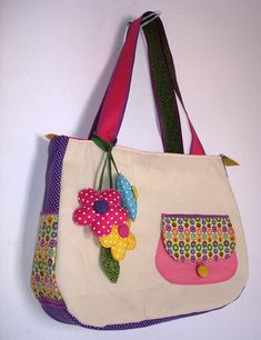 17 Trendy Ideas for crochet kids purse sweets Patchwork Patterns, Bag Patterns To Sew, Patchwork Bags, Quilted Bag, Bag Quilt, Kids Purse, Spring Bags, Embroidery Bags, Handbag Patterns